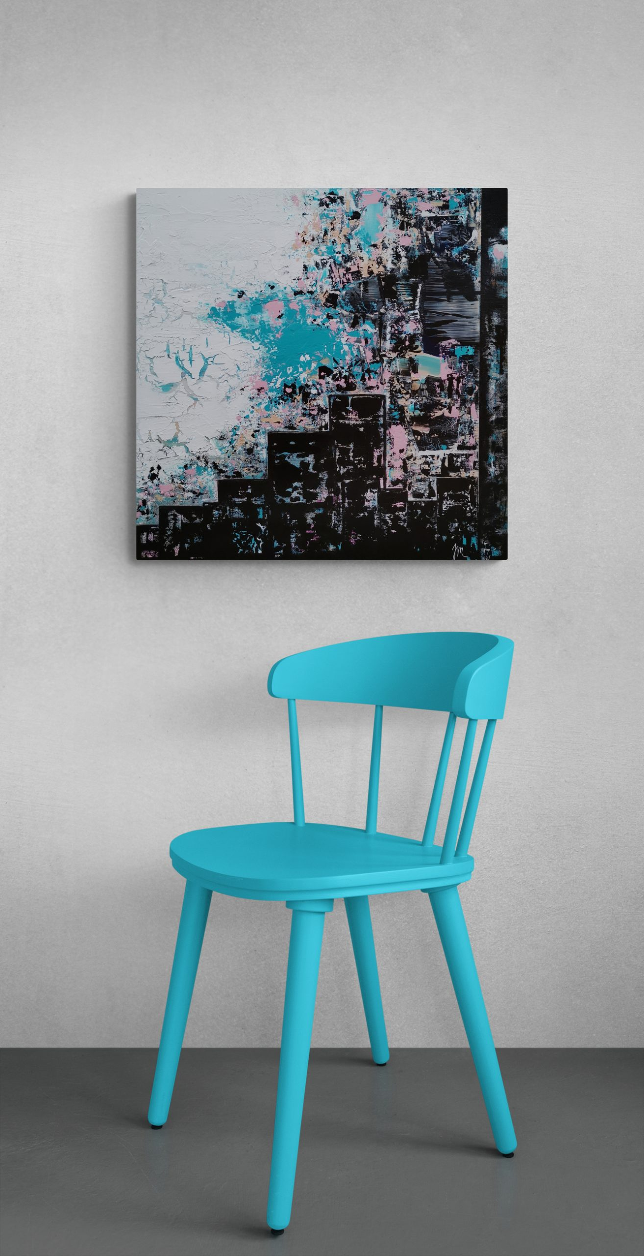 Old_wooden_chair_next_to_wall (1)